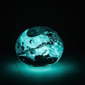 Impressionen Kristallbestattung Kristall Asche Kugel 4 seltene Erden blau